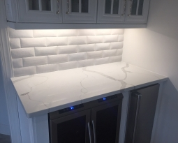 Calacatta quartz with decorative subway tile